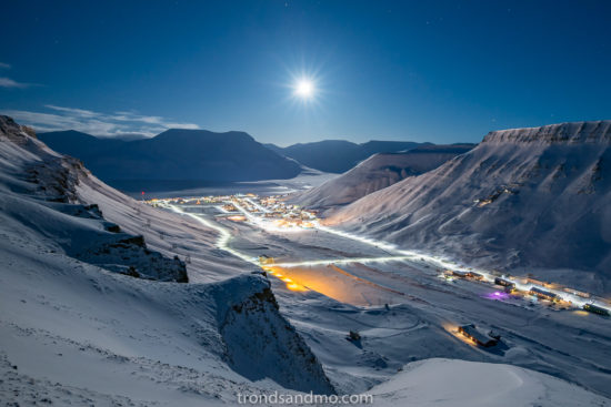 full moon over longyearbyen svalbard