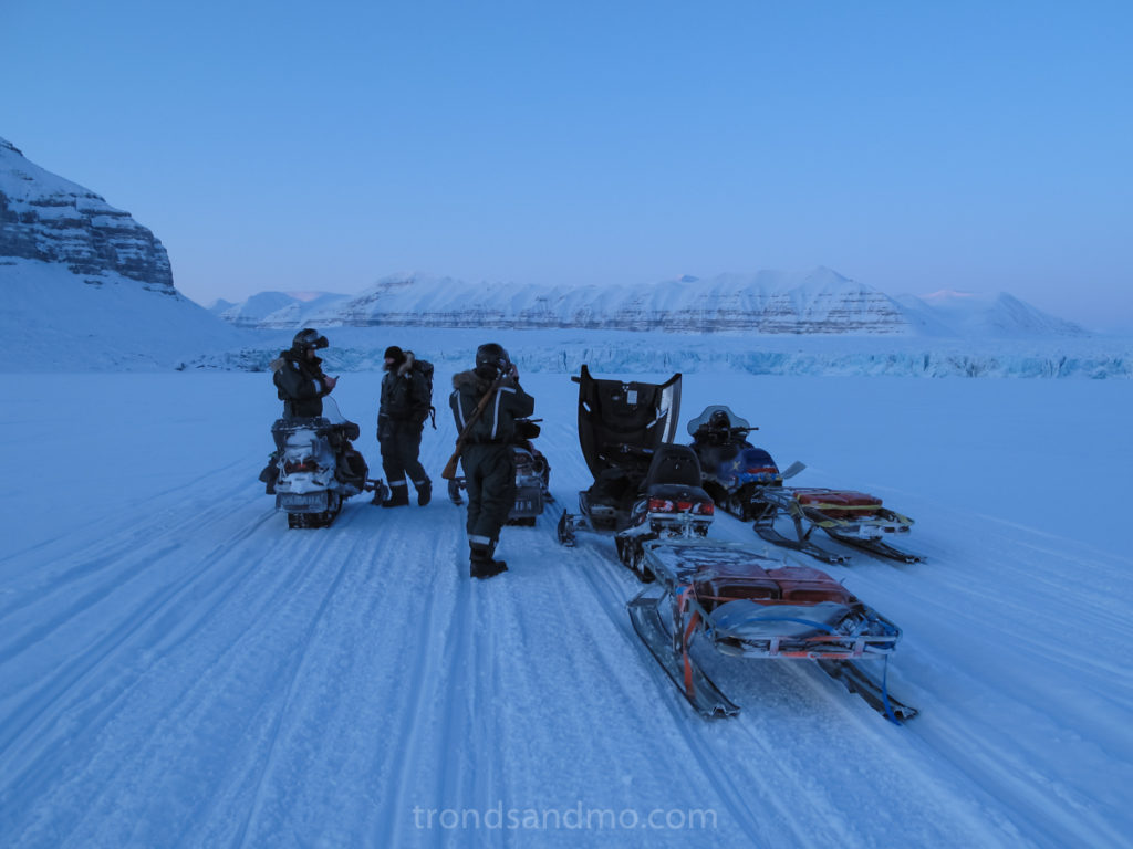Snowmobiling at Tempelfjorden